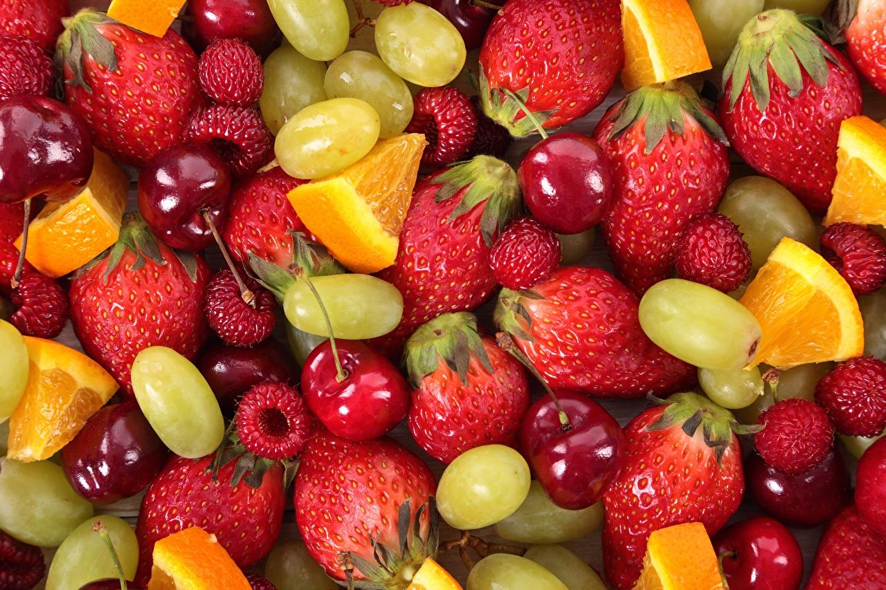 zdjęcia Pomarańcza owoc Maliny Wiśnia Truskawki Winogrona Owoce Jagody Jedzenie malina wiśnie truskawka winogrono czereśnia żywność