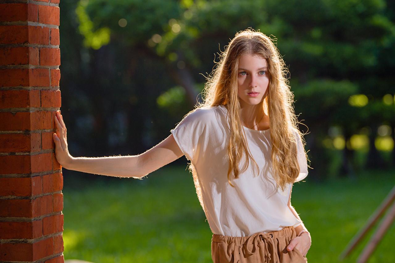 Angelina Pose Camiseta Contacto visual Rubio Nia mujer joven, mujeres jóvenes, posando Chicas