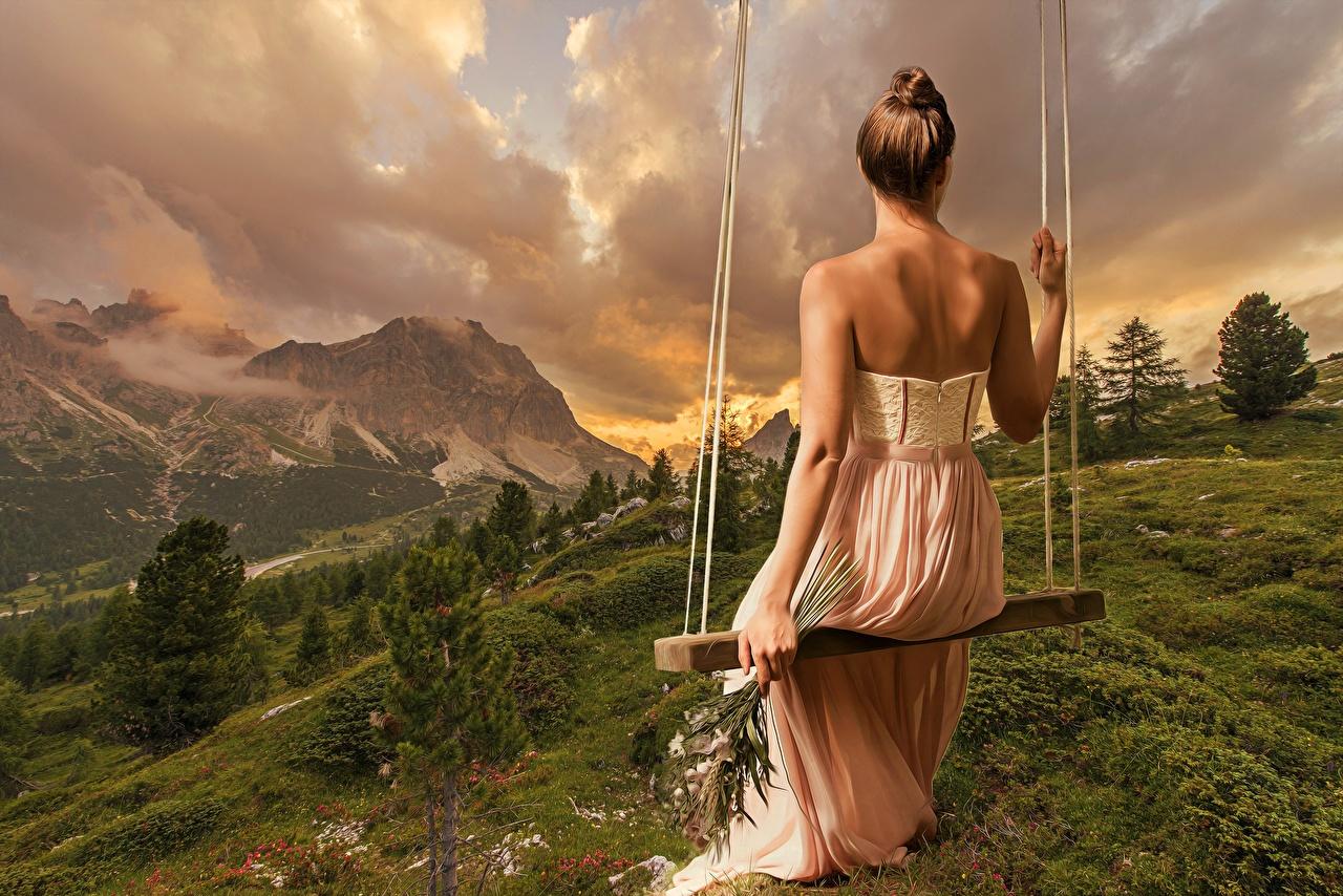 Foto Schaukel Rücken Natur Mädchens Landschaftsfotografie Hinten Sitzend Kleid sitzt sitzen