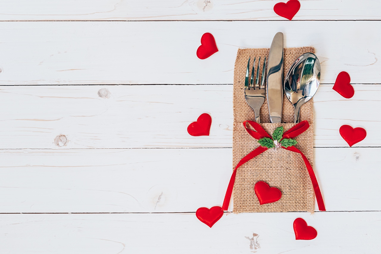 Picture Valentine's Day Heart Knife Fork Spoon Template greeting card Wood planks boards