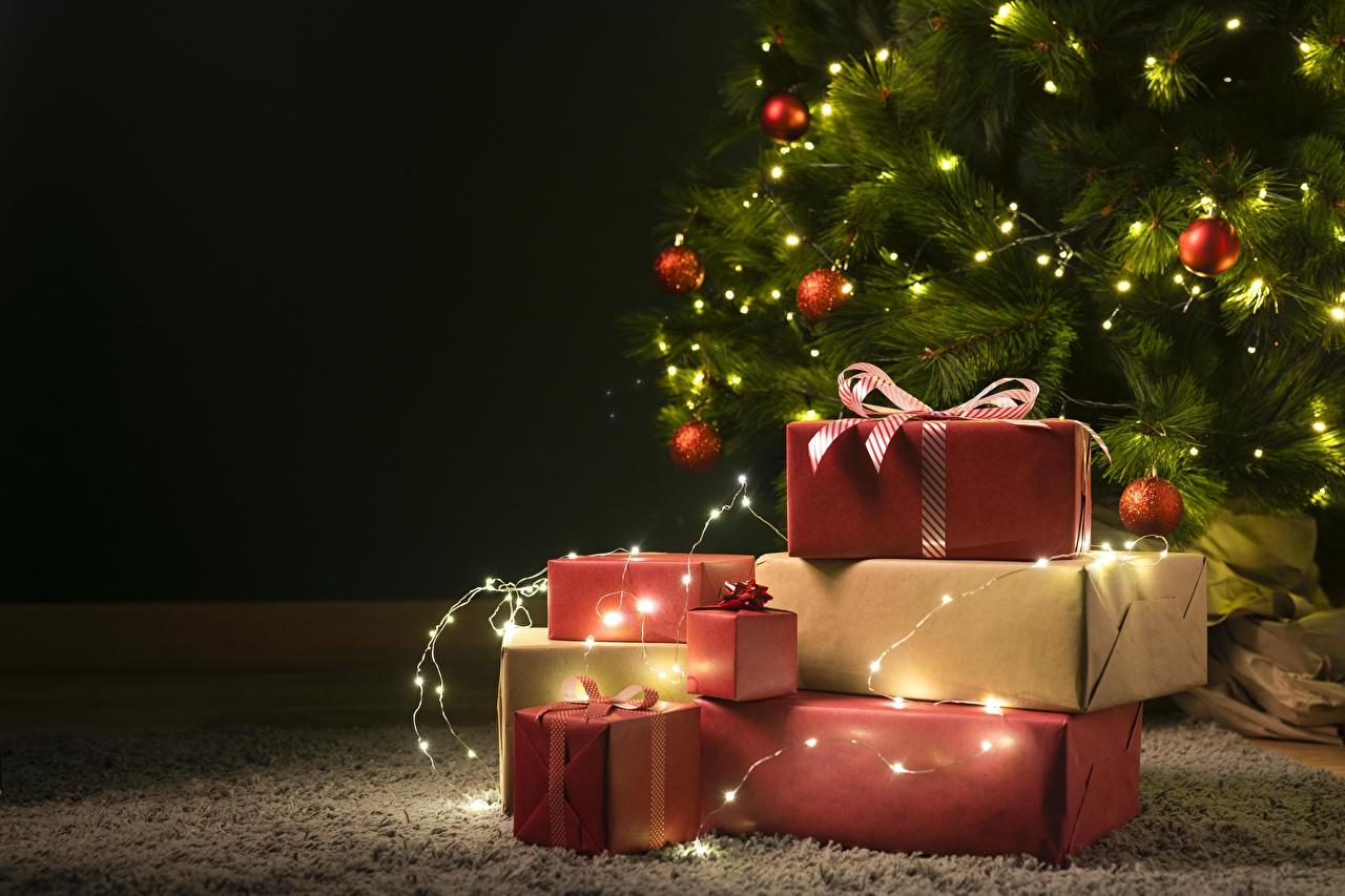 Bilder Neujahr Tannenbaum Schachtel Geschenke Kugeln Lichterkette Vorlage Grußkarte Christbaum Weihnachtsbaum