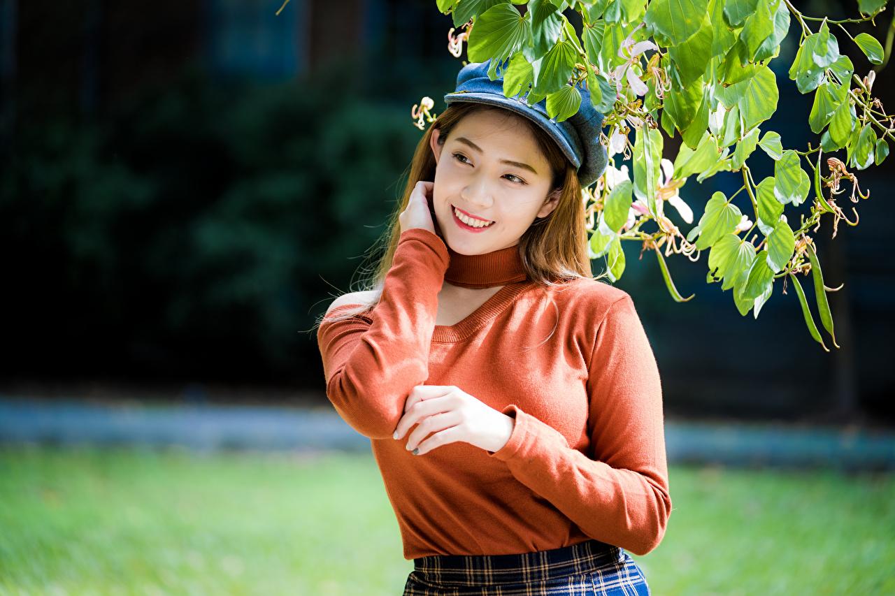 Bilder von Lächeln Mädchens Asiaten baseballmütze junge frau junge Frauen Asiatische asiatisches Baseballcap baseballkappe