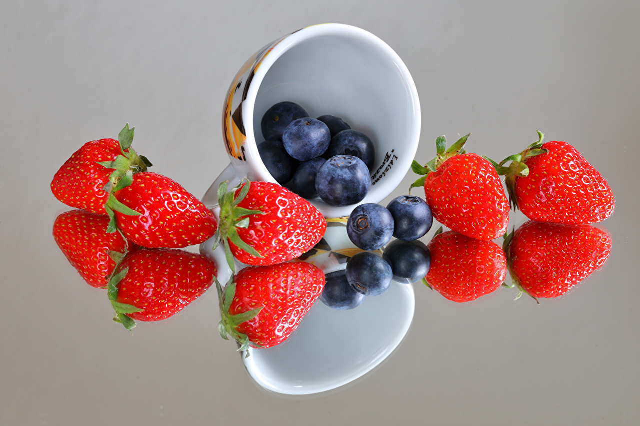 Images Strawberry Reflection Blueberries Mug Food Berry reflected