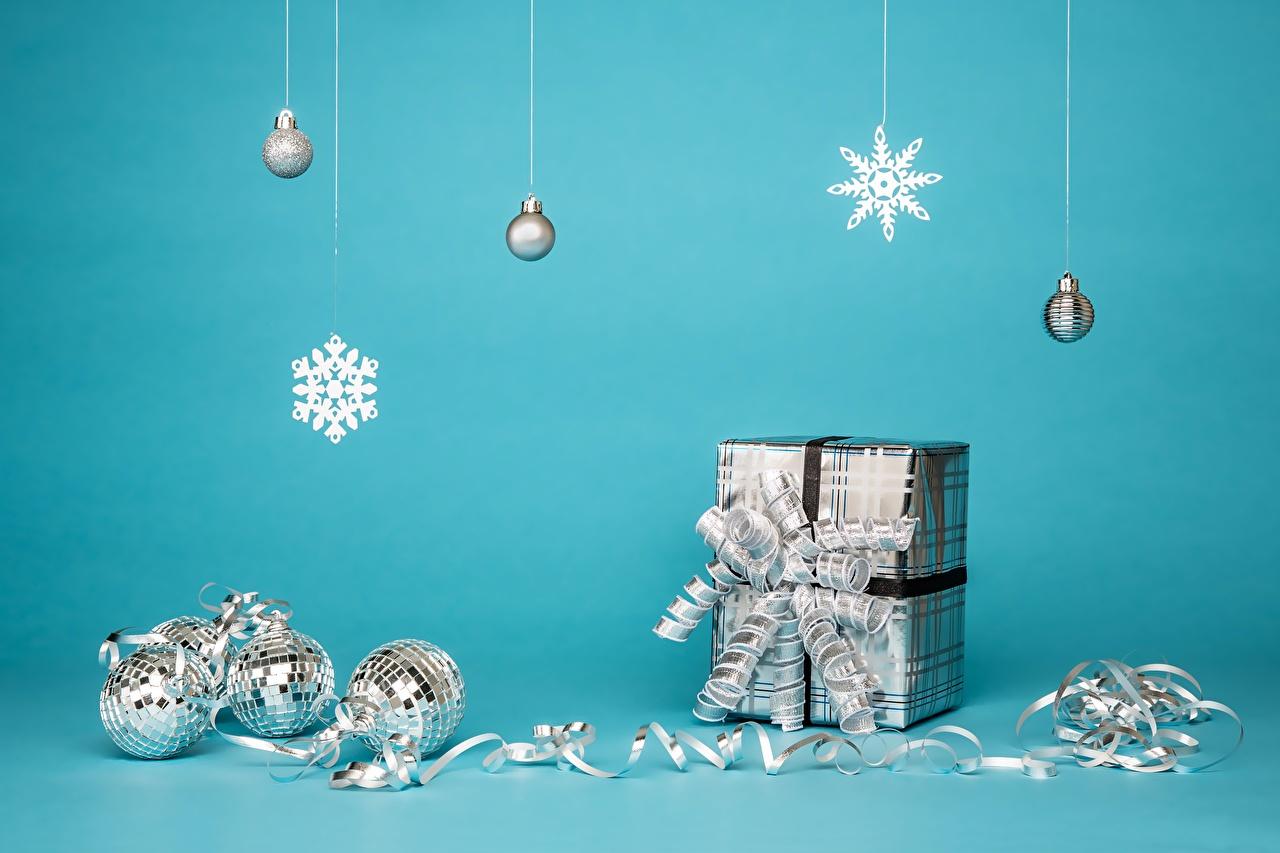 Image Christmas Snowflakes Box present Balls Ribbon Bowknot New year Gifts bow knot