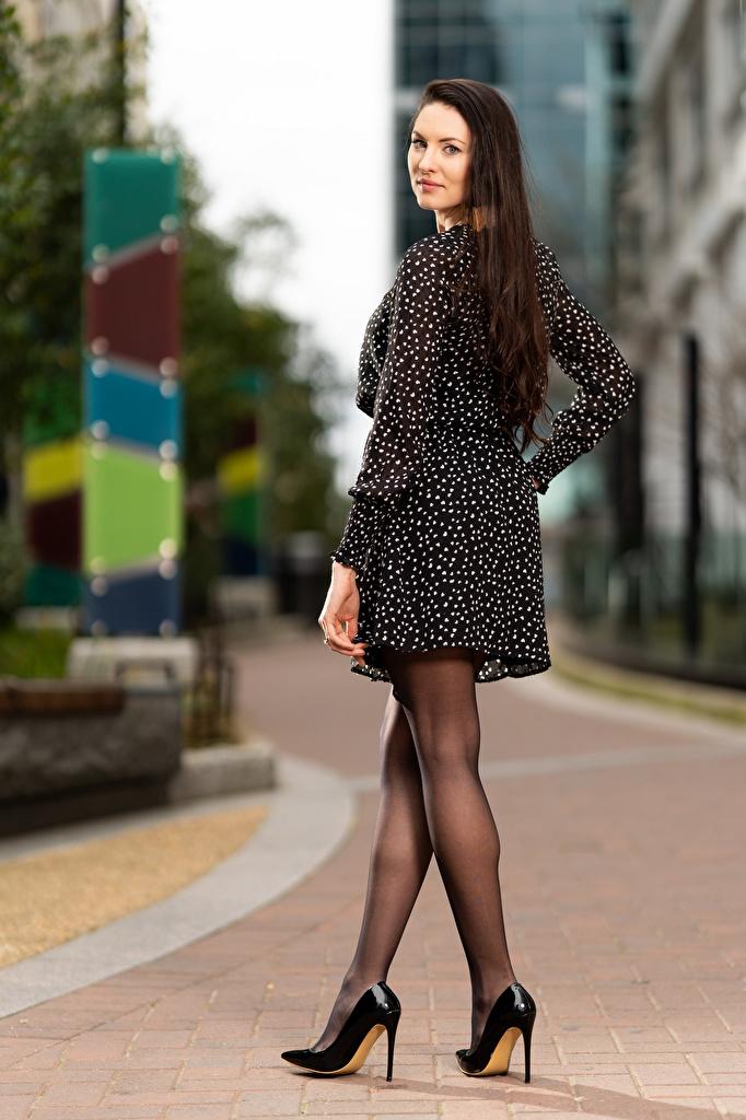 Bilder von Natalia Larioshina Bokeh Pose junge frau Bein Kleid  für Handy unscharfer Hintergrund posiert Mädchens junge Frauen