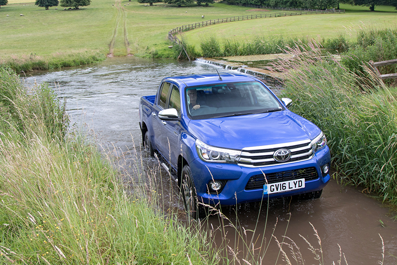 Desktop Wallpapers Toyota 2016 Hilux Invincible Double Cab Blue auto Metallic Cars automobile