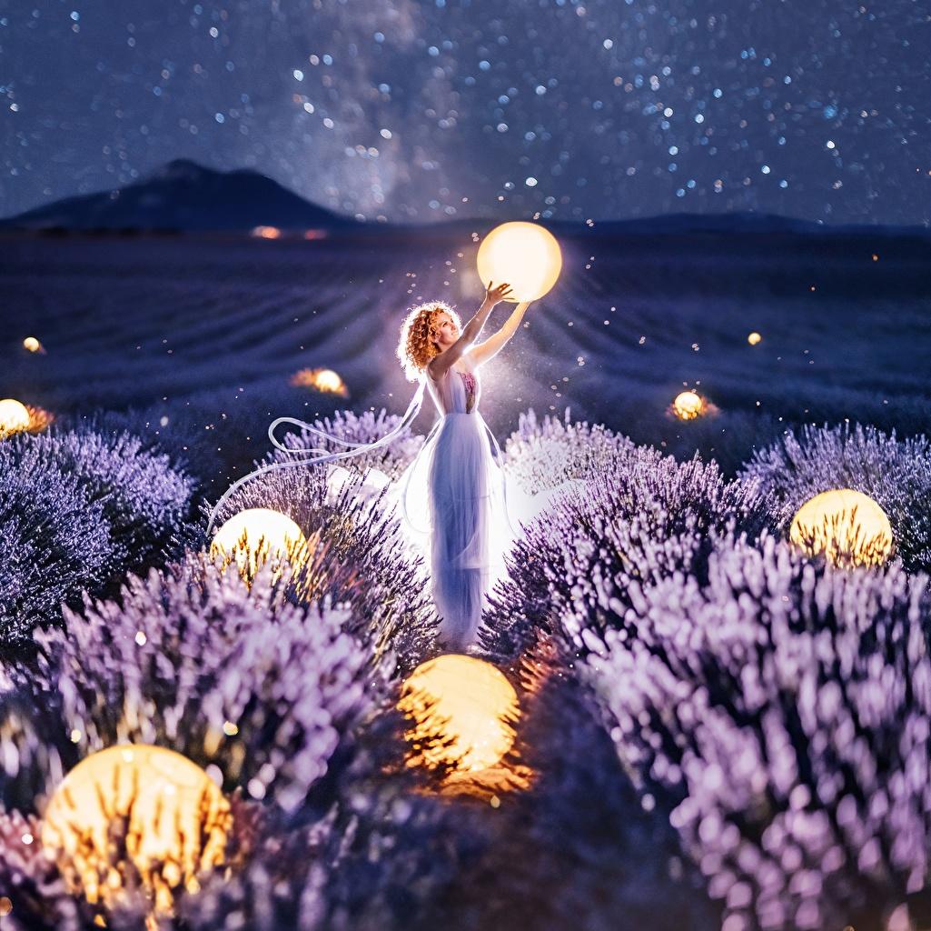 Fotos von Kristina Makeeva Natur Mädchens Felder Lavendel Nacht Kugeln junge frau junge Frauen Acker