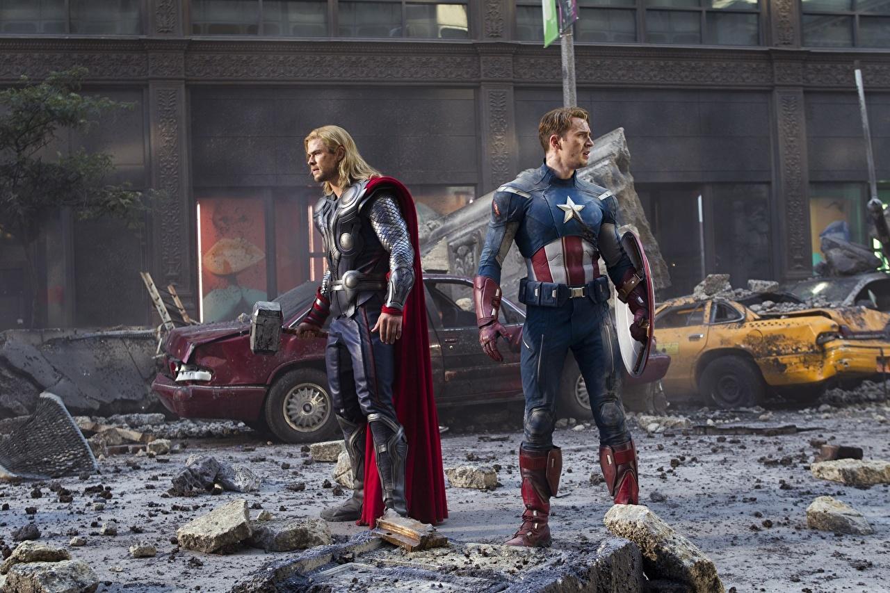 Bilder von Marvel's The Avengers 2012 Chris Evans Chris Hemsworth Thor Held Captain America Held Film