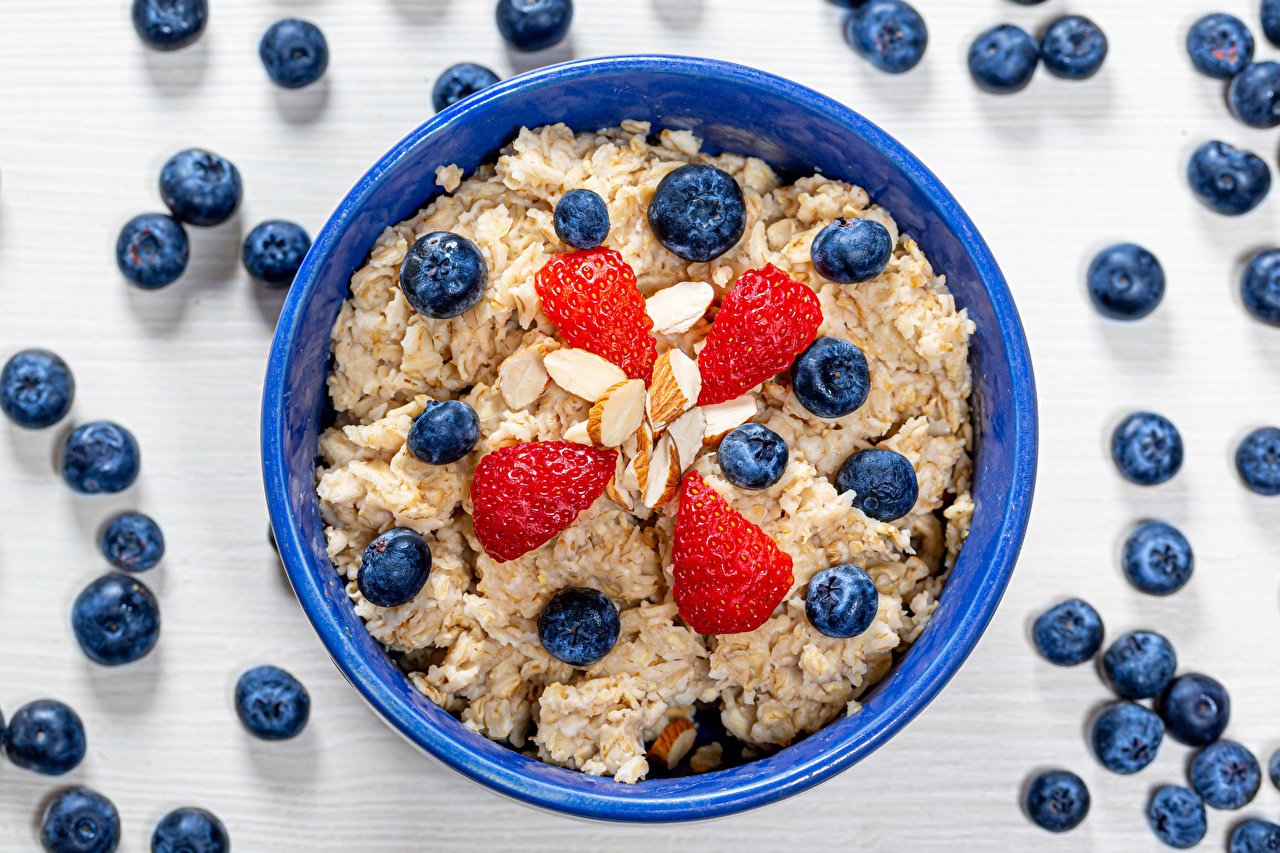 Picture Oatmeal Breakfast Bowl Strawberry Blueberries Food Plate Porridge Nuts