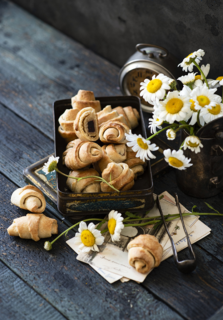 Pictures Croissant flower Camomiles Food Wood planks  for Mobile phone Flowers matricaria boards