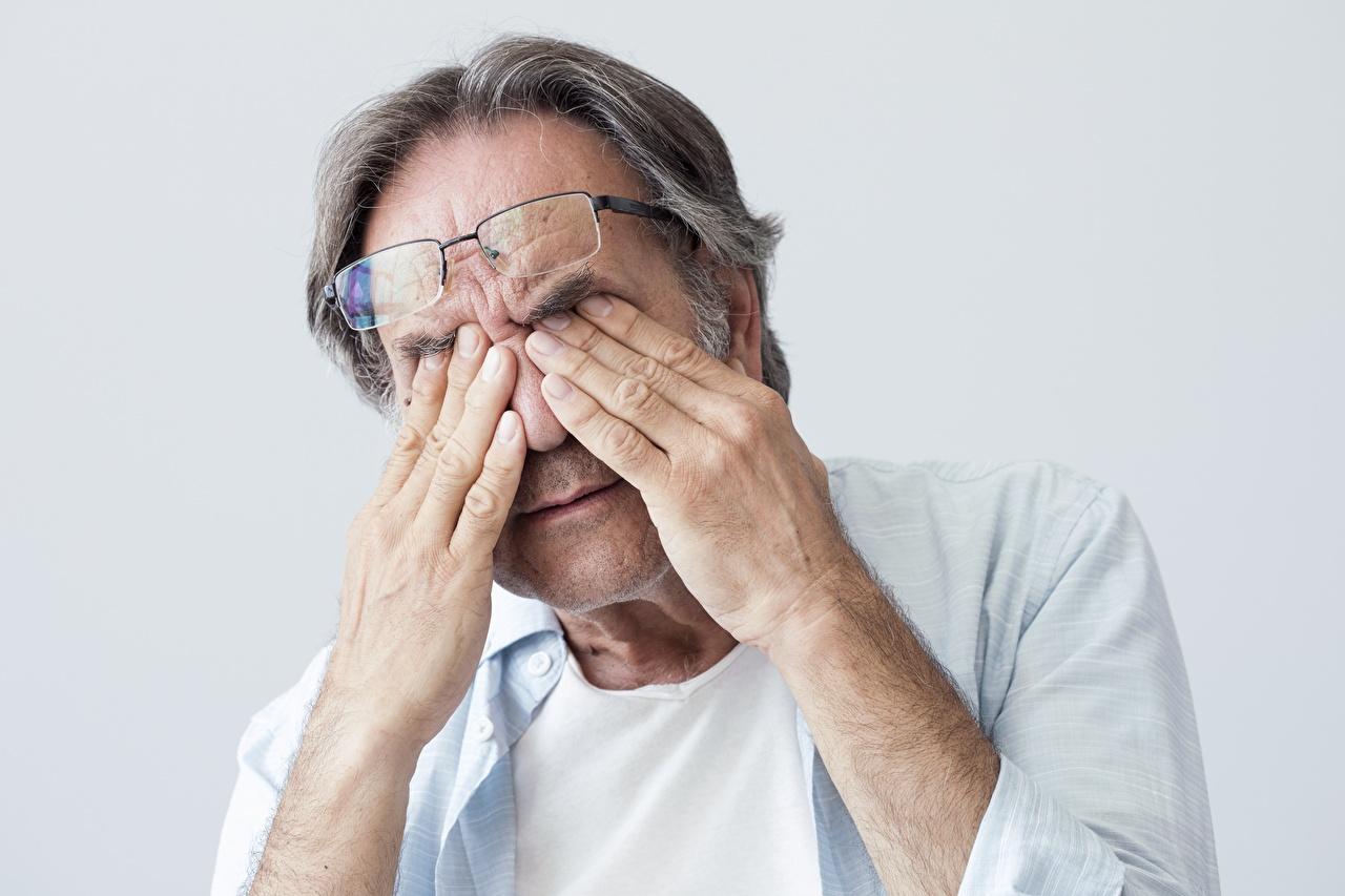 Bilder von Augen Alter Mann fatigue Hand Brille