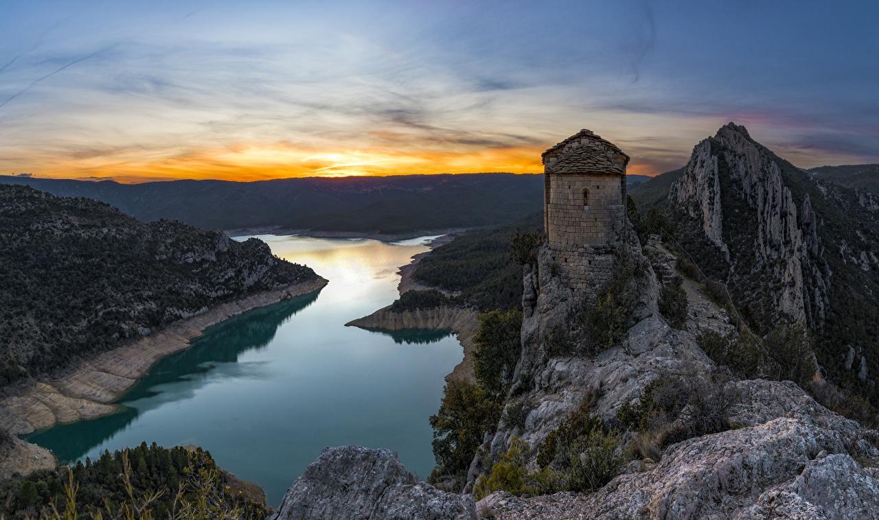 Foto Kirche Spanien Mare de Deu de la Pertusa, Catalonia Natur Felsen Gebirge Abend Flusse Kirchengebäude Berg Fluss