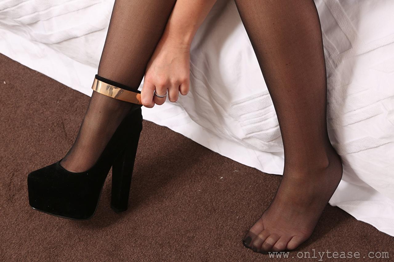 Bilder von Strumpfhose junge Frauen Bein Nahaufnahme Stöckelschuh Mädchens junge frau hautnah Großansicht High Heels