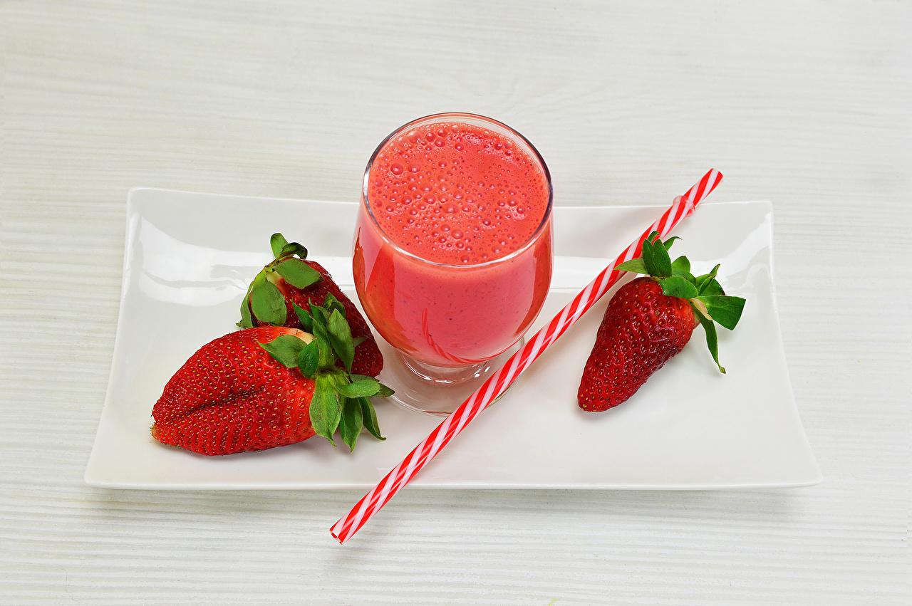 Desktop Wallpapers Juice Strawberry Food Stemware drink boards Drinks Wood planks