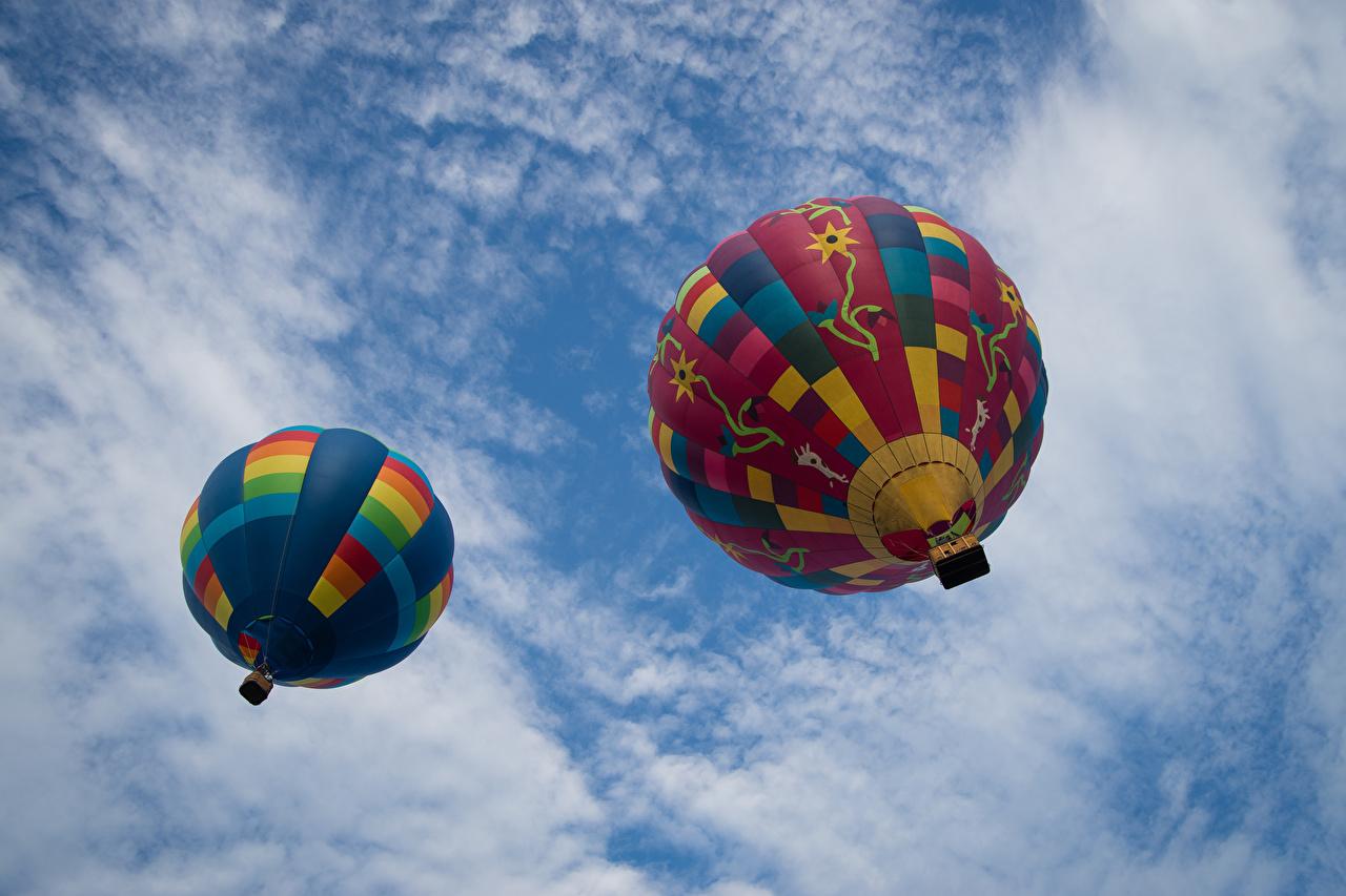 Photos Bottom view balloon (aeronautics) 2 Sky Aerostat Two