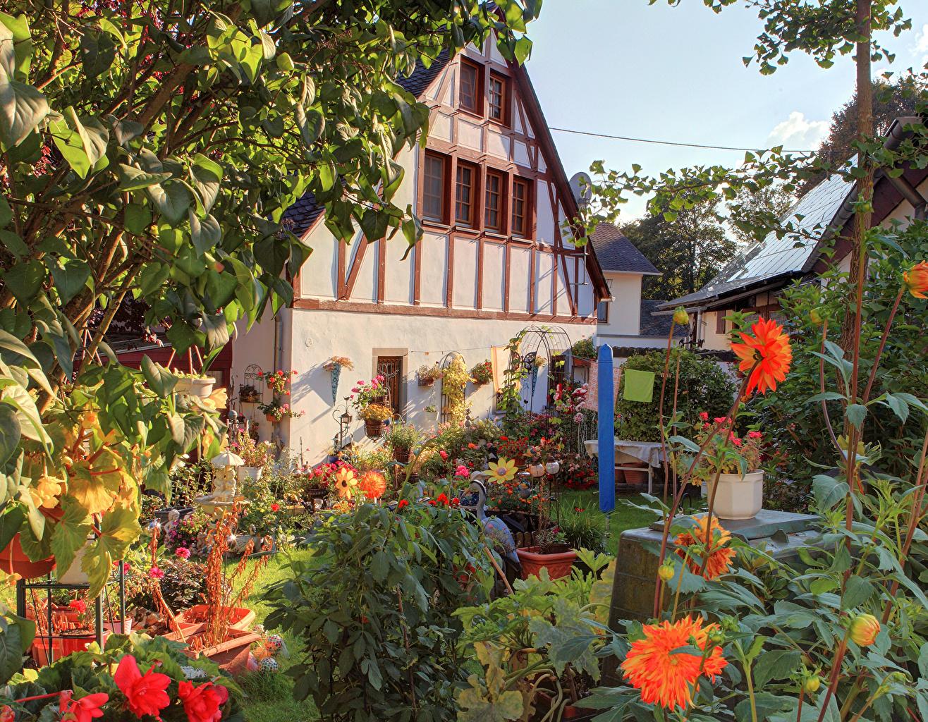 Desktop Wallpapers Germany Landkern Gardens Dahlias Cities Building Houses