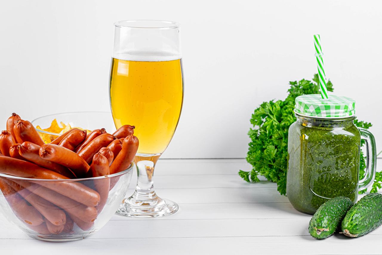 Fotos Smoothie Bier Gurke Frankfurter Würstel Weinglas das Essen Wiener Würstchen Lebensmittel