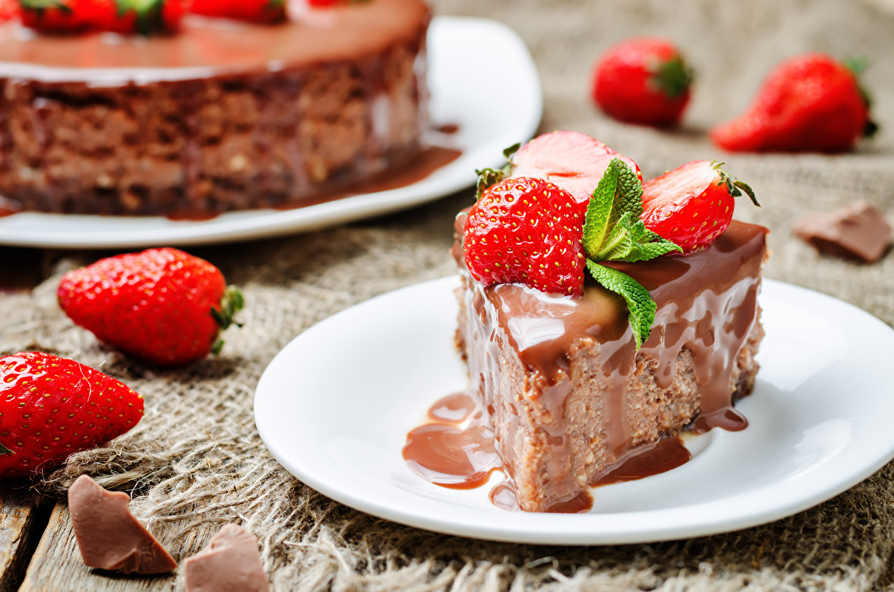Desktop Wallpapers Chocolate Strawberry Food Plate Little cakes