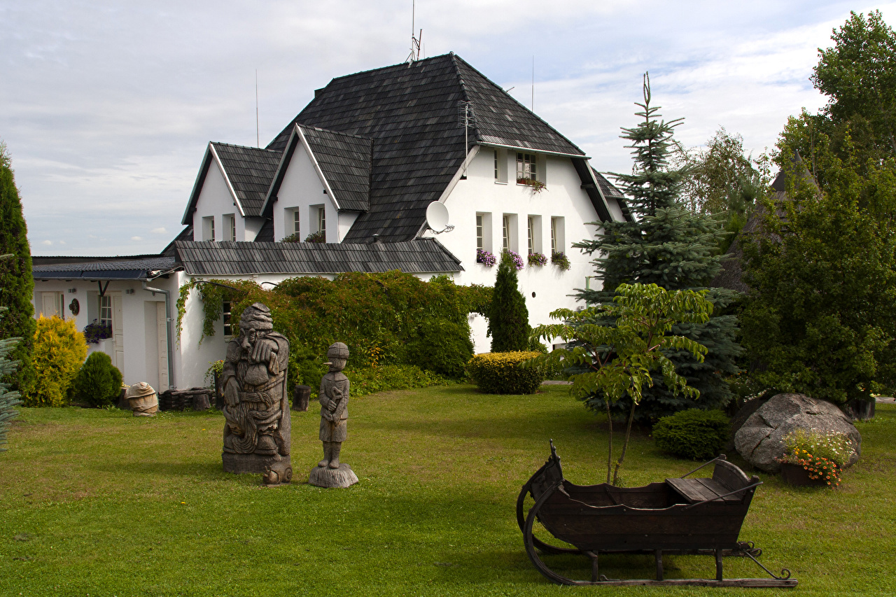 Foto Litauen Kretinga Fichten Haus Städte Skulpturen Gebäude
