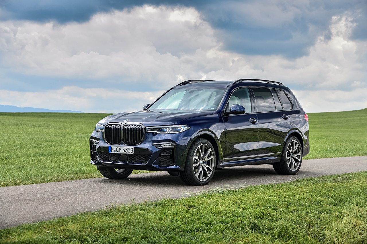 Desktop Hintergrundbilder BMW Crossover 2019-20 X7 M50i Worldwide Blau automobil Metallisch Softroader auto Autos