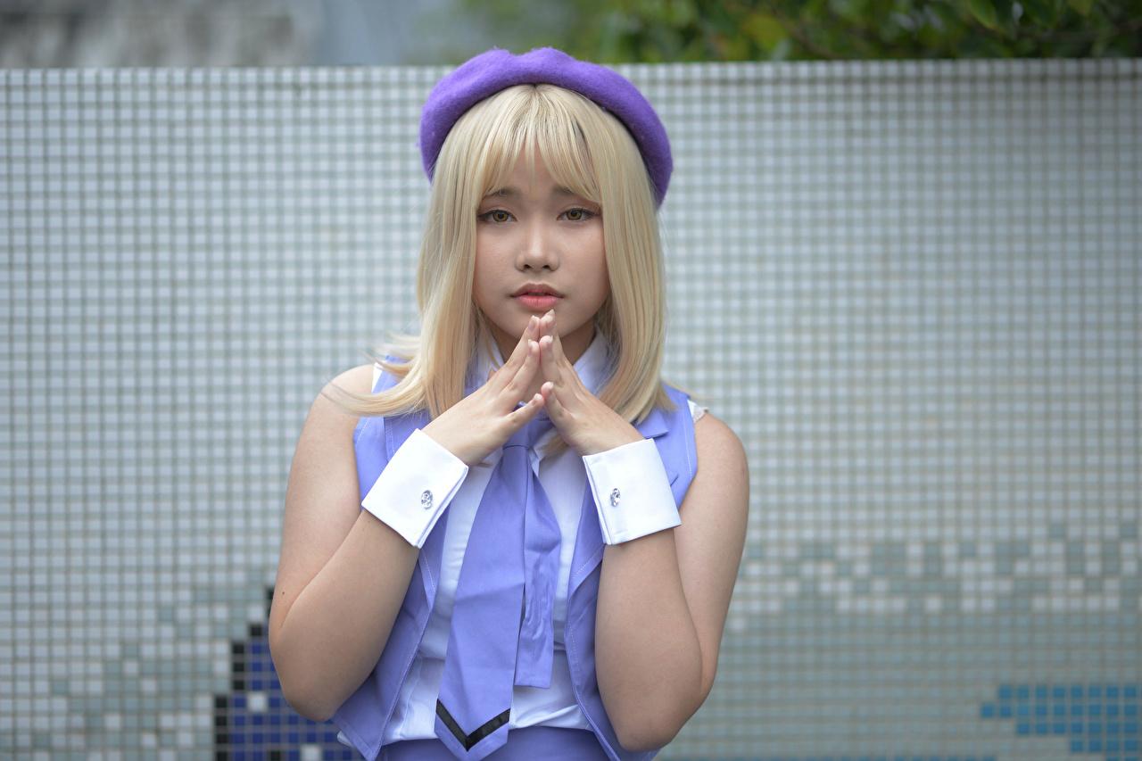 Fotos von Blondine Cosplay Mädchens Asiatische Hand Blick Blond Mädchen junge frau junge Frauen Asiaten asiatisches Starren