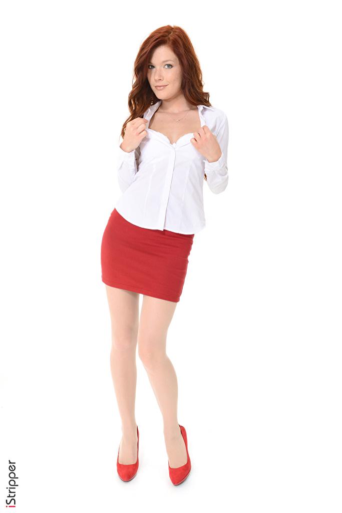 Фотографии Mia Sollis юбки Рыжая iStripper Блузка Девушки Ноги Руки Белый фон Туфли  для мобильного телефона Юбка юбке рыжие рыжих девушка молодая женщина молодые женщины ног рука белом фоне белым фоном туфель туфлях