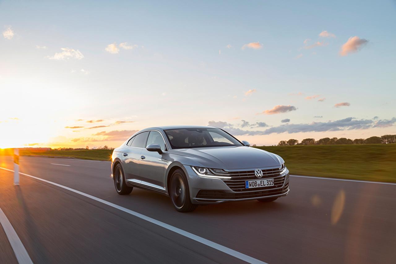 Картинка Фольксваген Arteon 4MOTION Elegance Worldwide Серый едущий машина Металлик Volkswagen серая серые едет едущая Движение скорость авто машины Автомобили автомобиль