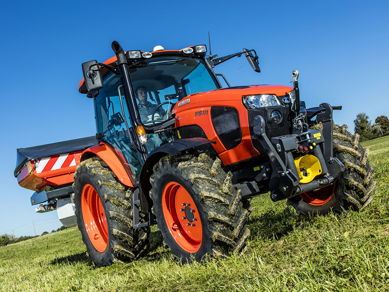 Wallpapers Tractor 2015-16 Kubota M5-111 Grass