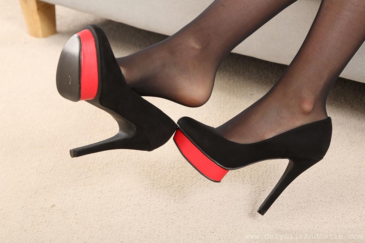 Desktop Hintergrundbilder Strumpfhose junge Frauen Bein Großansicht Stöckelschuh Mädchens junge frau hautnah Nahaufnahme High Heels