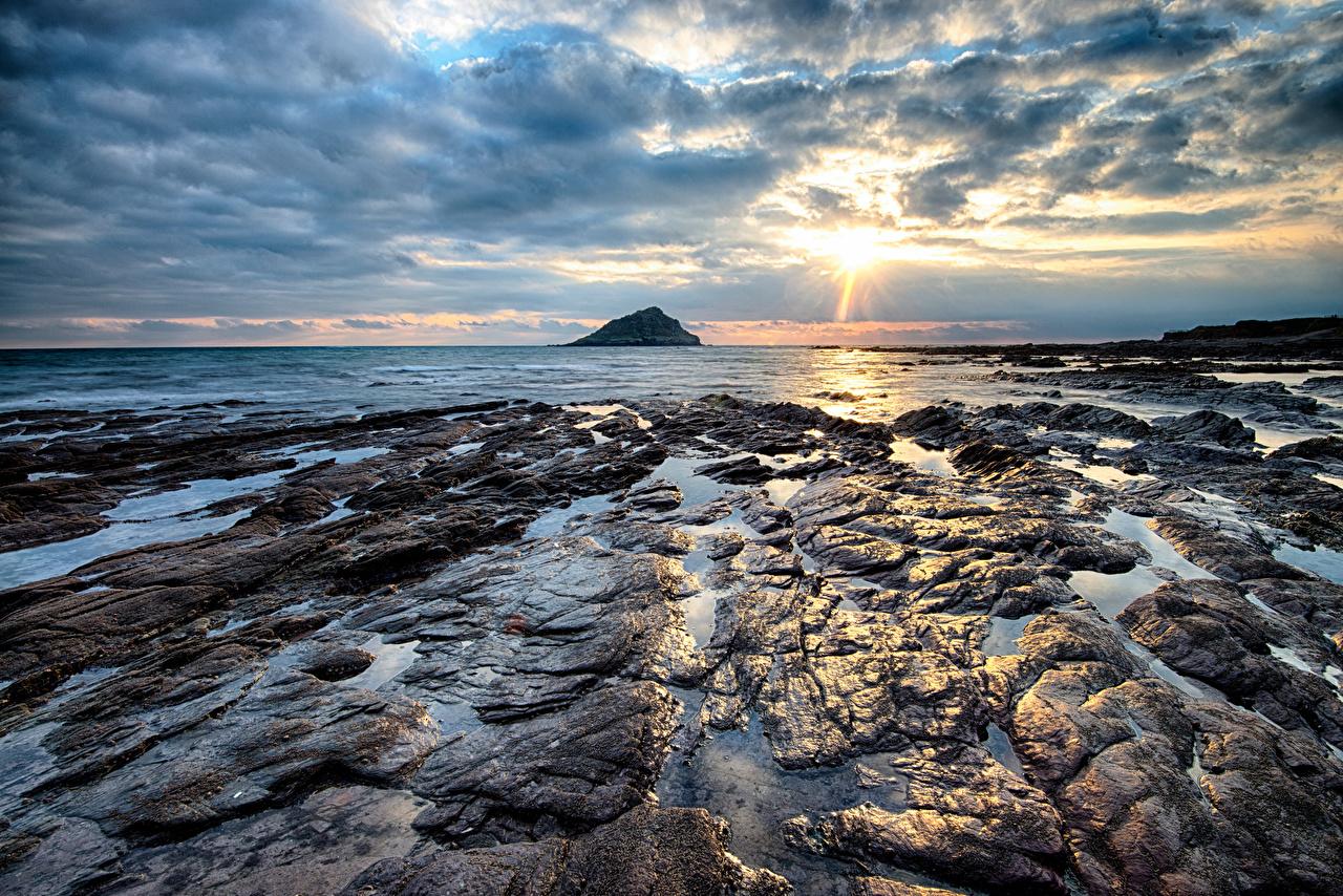 Tapeta na pulpit Anglia Wembury przyroda Ranek Kamienie Wybrzeże Chmury Natura rano poranek kamień
