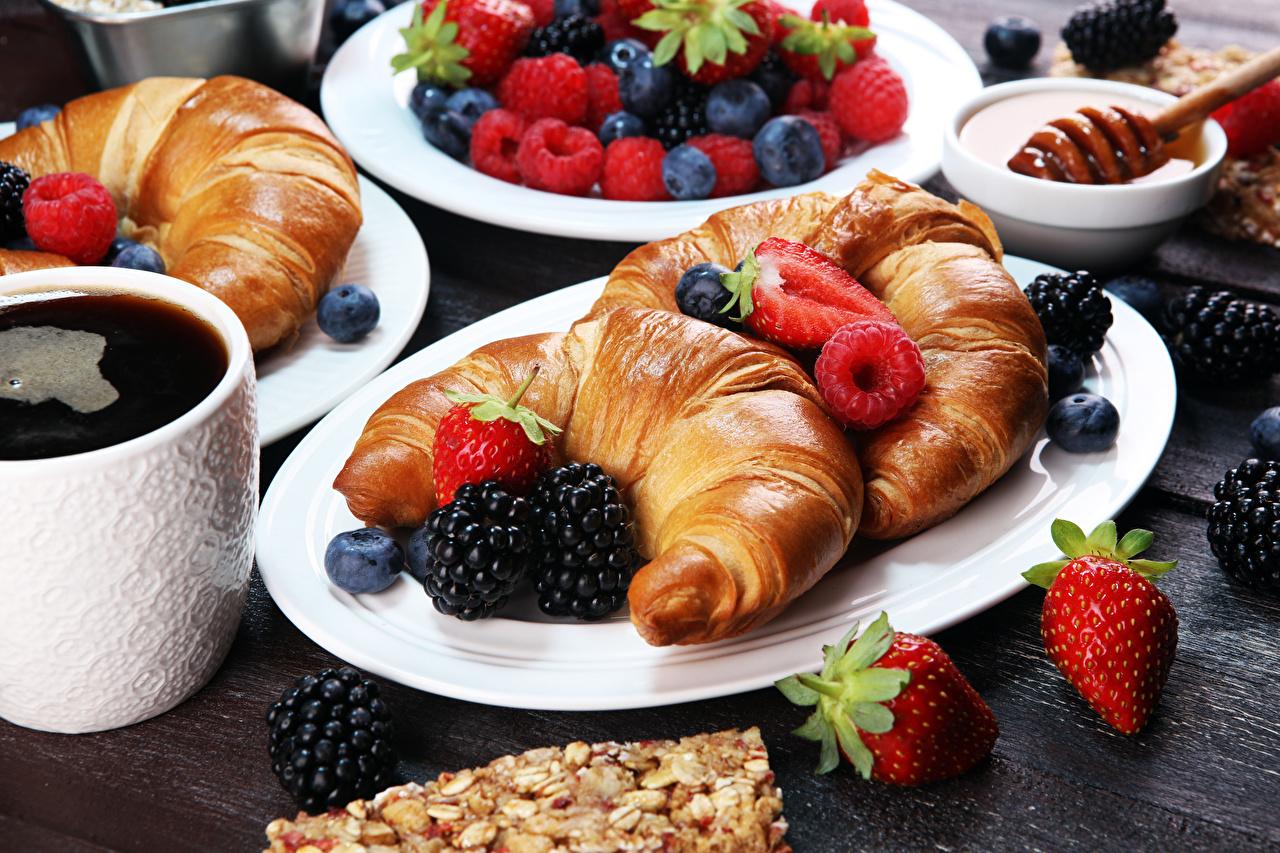 Photos Coffee Croissant Raspberry Blackberry Strawberry Food Plate