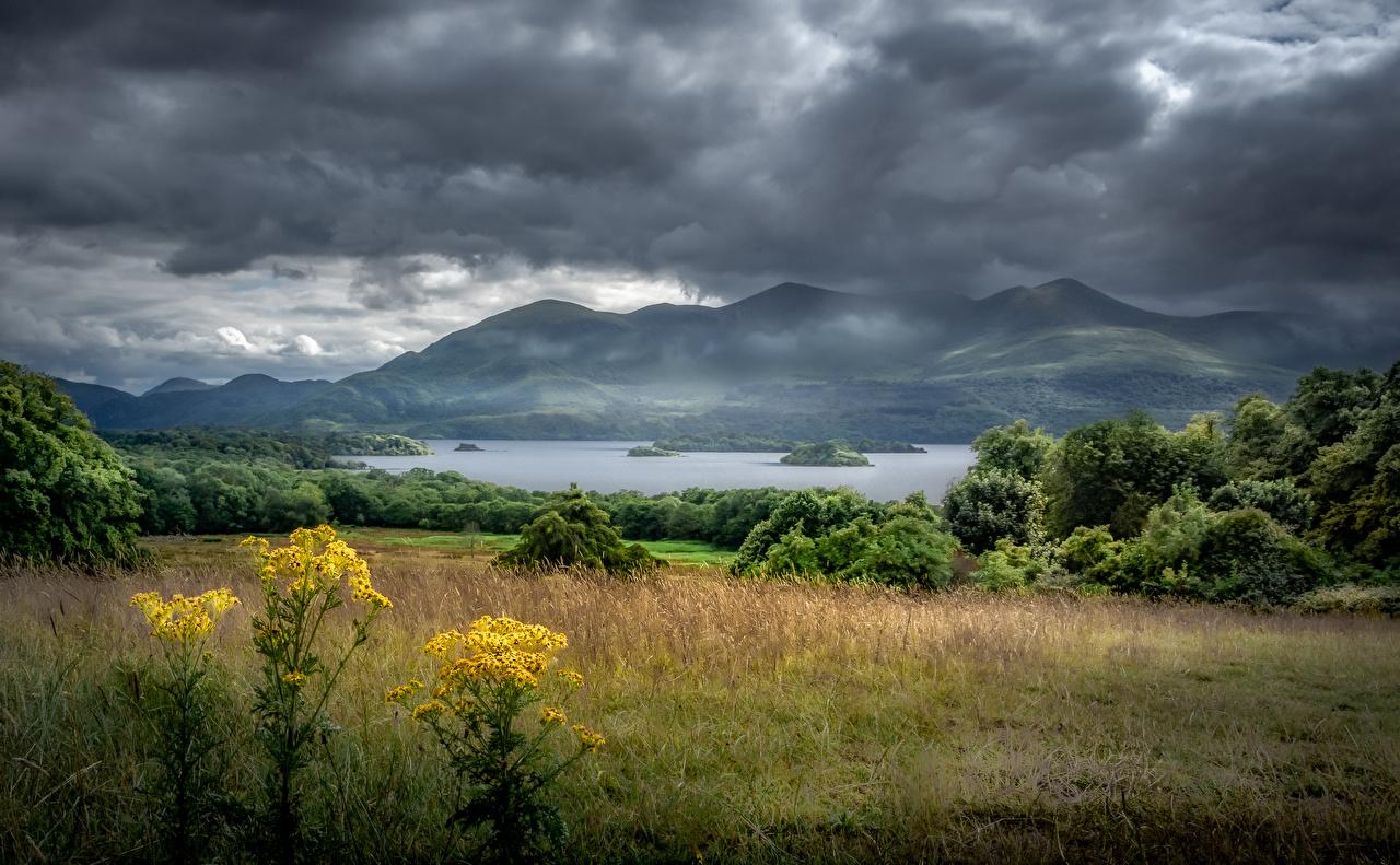 Tapety na pulpit Irlandia Killarney, Kerry Chmura burzowa Góry przyroda Jezioro Drzewa góra Natura