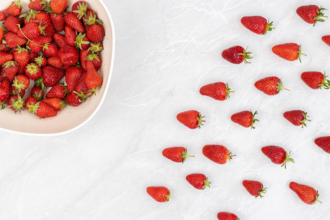 Desktop Hintergrundbilder Erdbeeren das Essen Weißer hintergrund Lebensmittel