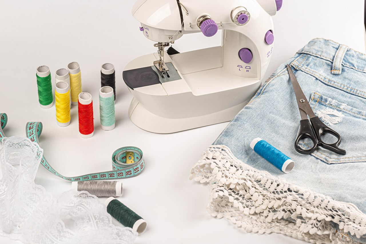 Tijera Hilo de coser Cinta métrica Pantalón corto Una cinta de medir