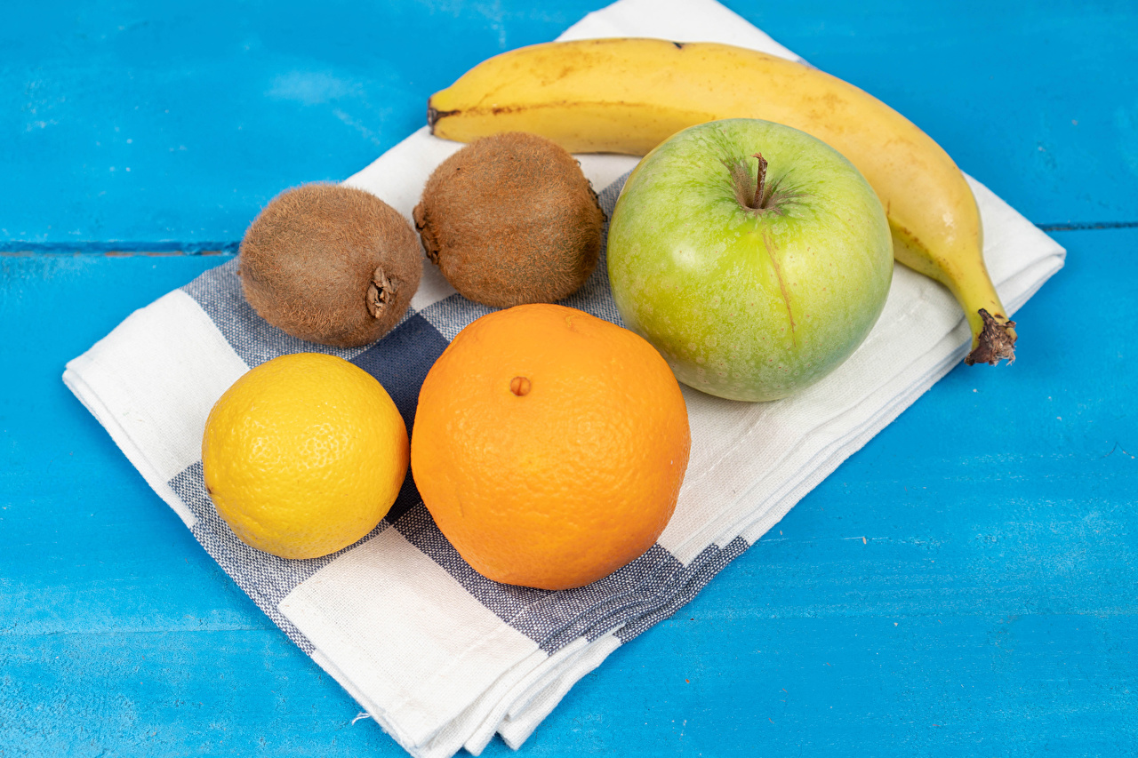 Desktop Hintergrundbilder Mandarine Äpfel Bananen Zitrone Kiwifrucht Handtuch das Essen Farbigen hintergrund Kiwi Zitronen Chinesische Stachelbeere Lebensmittel