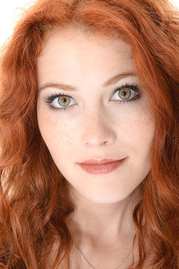 Foto Heidi Romanova Rotschopf iStripper Haar Gesicht Mädchens Blick  für Handy junge frau junge Frauen Starren