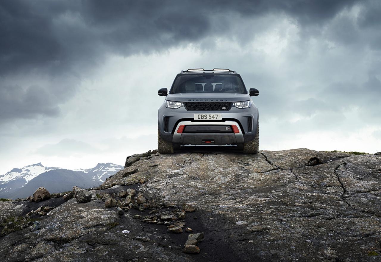 Desktop Hintergrundbilder Land Rover SUV Discovery 4x4 2017 V8 SVX 525 graue Felsen auto Vorne Steine Metallisch Sport Utility Vehicle Grau graues Stein Autos automobil