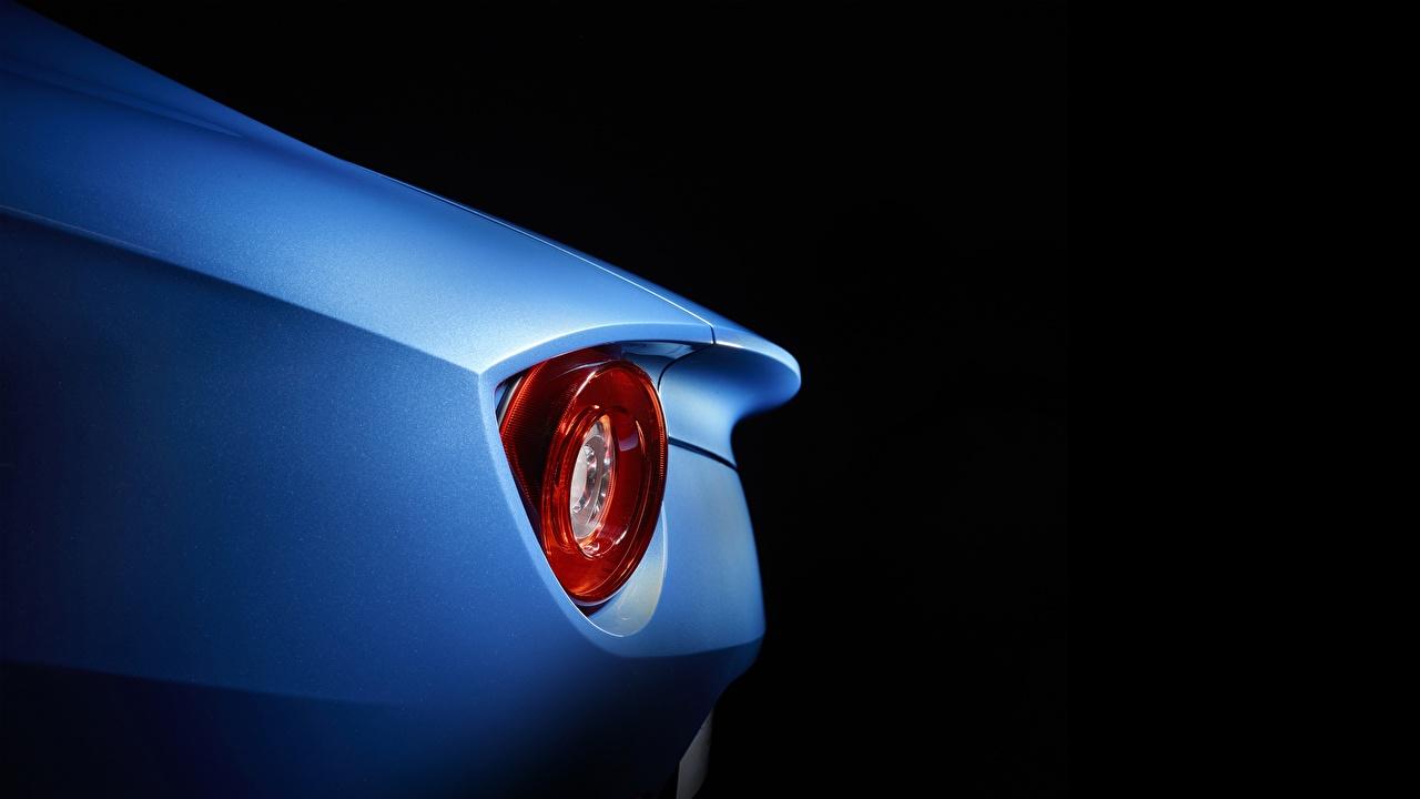 Bilder Ferrari F12 Berlinetta Autos Fahrzeugscheinwerfer Großansicht Schwarzer Hintergrund auto automobil Auto Scheinwerfer