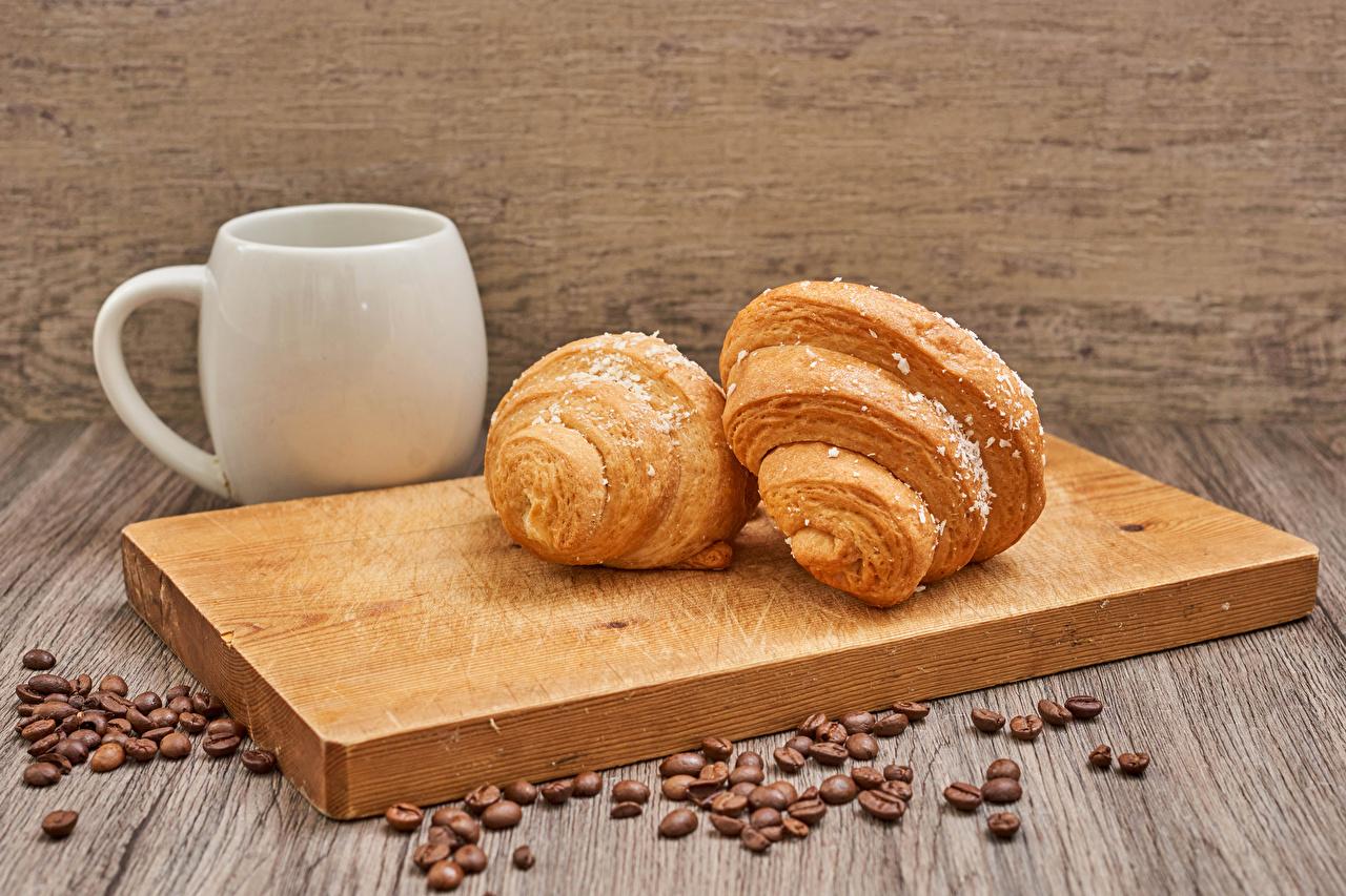 Bilder 2 Croissant Getreide Becher Lebensmittel Schneidebrett Zwei das Essen