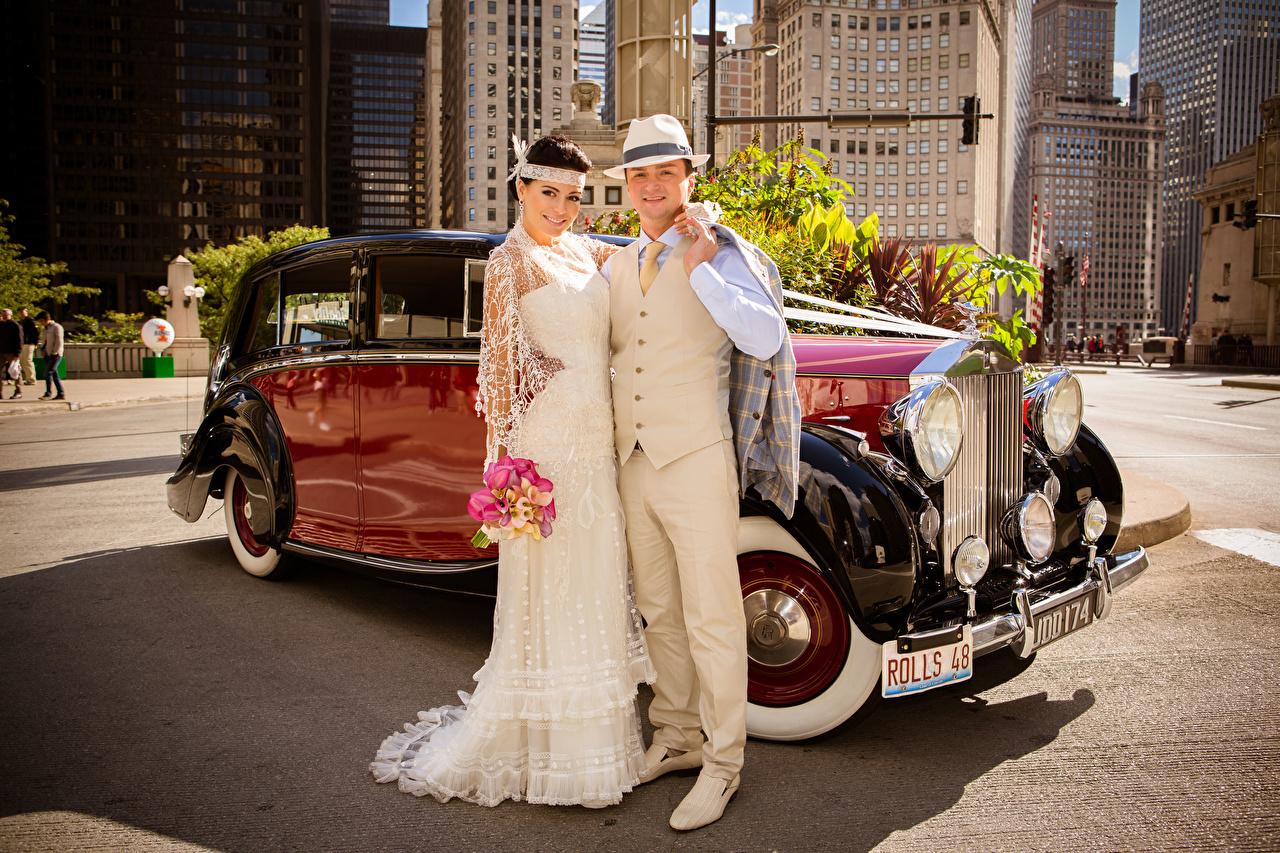 Fotos Bräutigam Hochzeit Brautpaar Mann Lächeln Zwei antik Der Hut Umarmung Mädchens Heirat Trauung 2 Retro