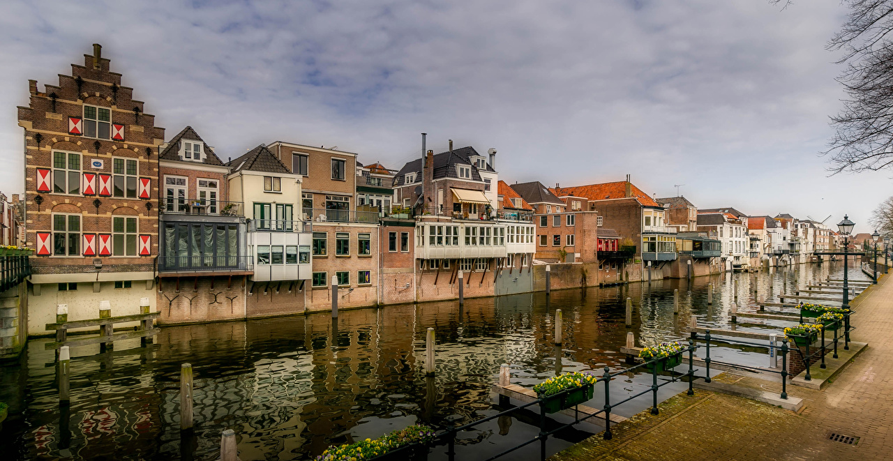Image Netherlands Gorinchem Canal Street lights Houses Cities Building