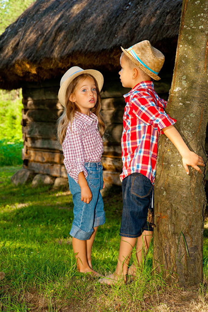 Picture Little girls Boys child Two Hat Jeans Trunk tree  for Mobile phone Children 2