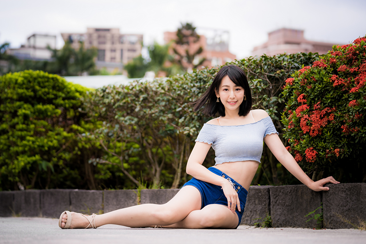 Pictures Girls T-shirt Legs Asiatic Shorts Sitting Glance female young woman Asian sit Staring