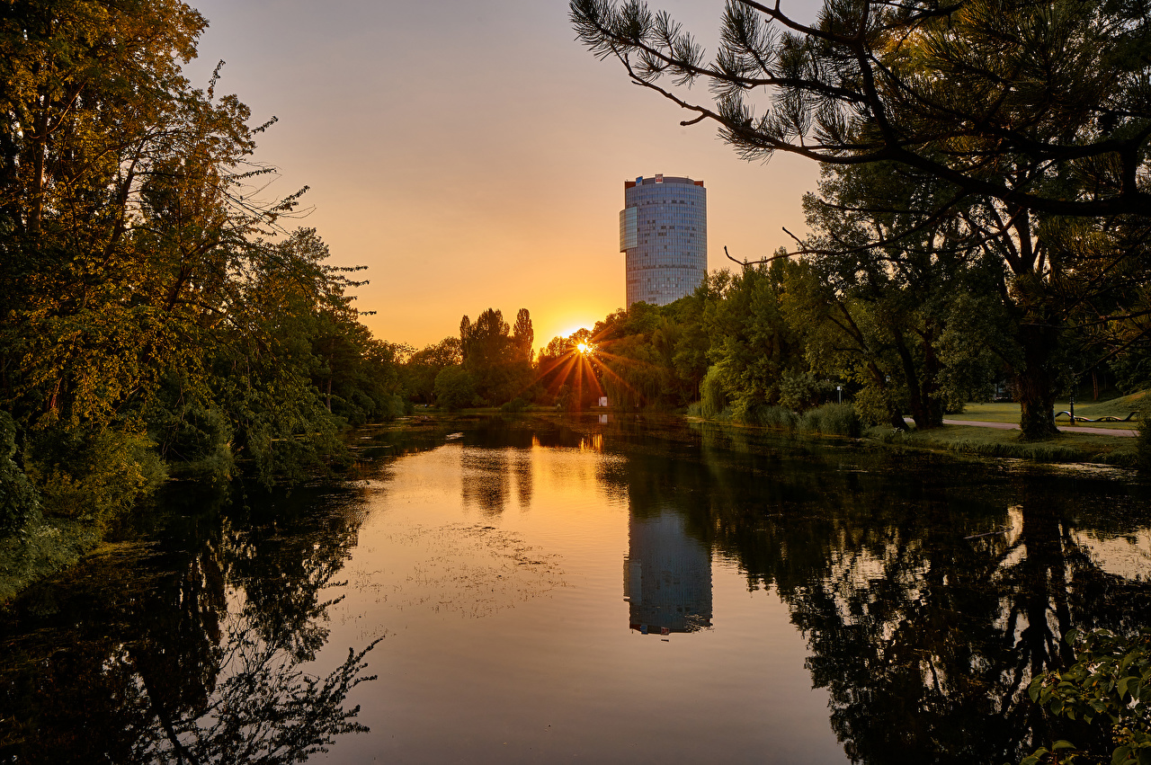 Picture Rays of light Vienna Austria Wasserpark Floridsdorf Nature park Pond Sunrises and sunsets Trees Parks sunrise and sunset