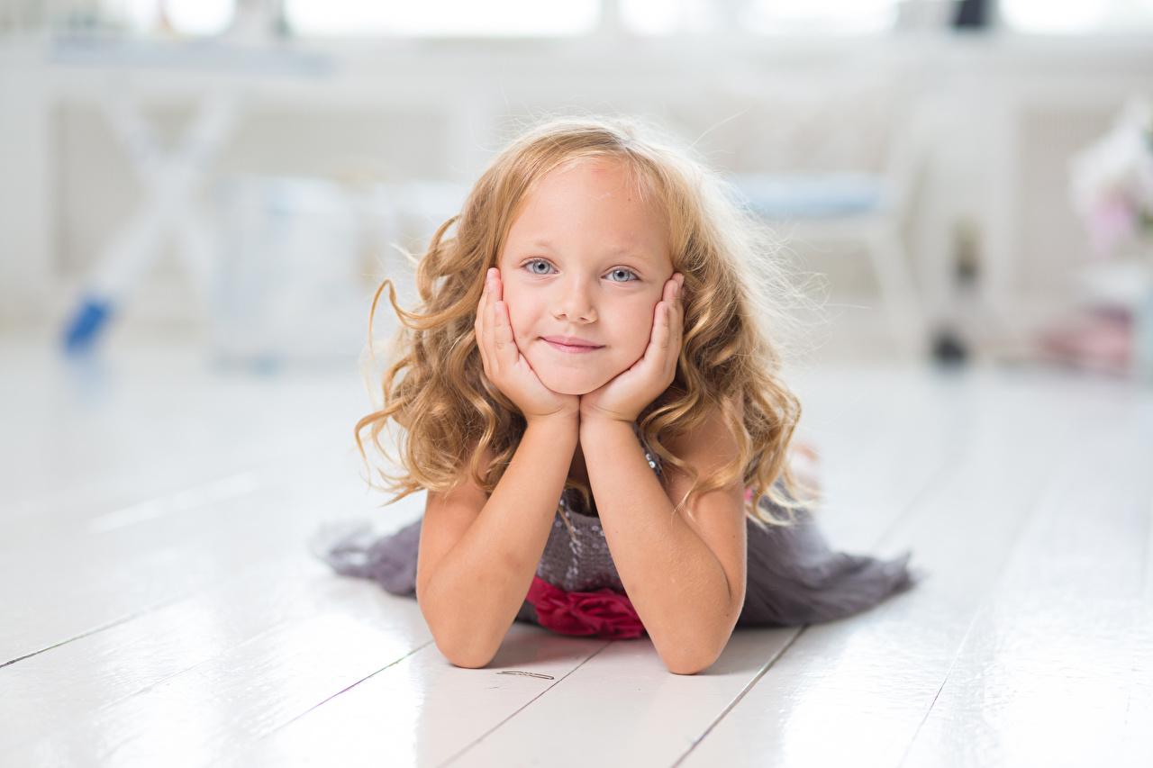 Bilder von Kleine Mädchen kind Hand Blick Kinder Starren