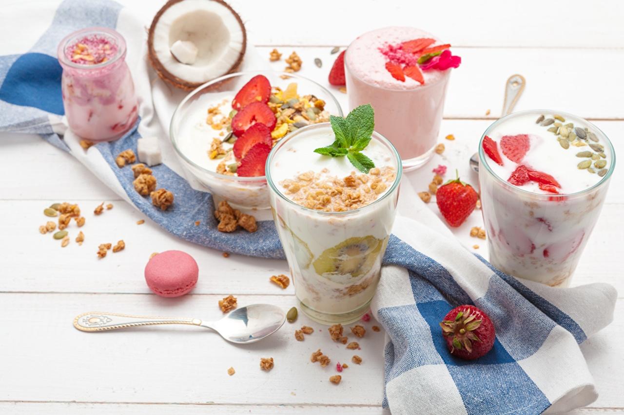Photos Yogurt Breakfast Strawberry Highball glass Food Muesli