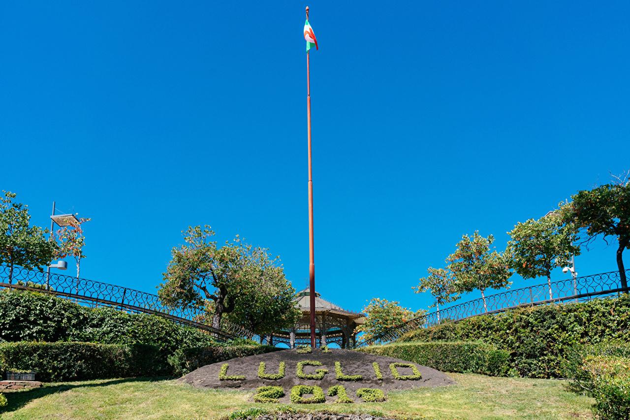 Foto Sicilia Italia Italian flag at Villa Bellini park in Catania Natura Parco Alberi parchi