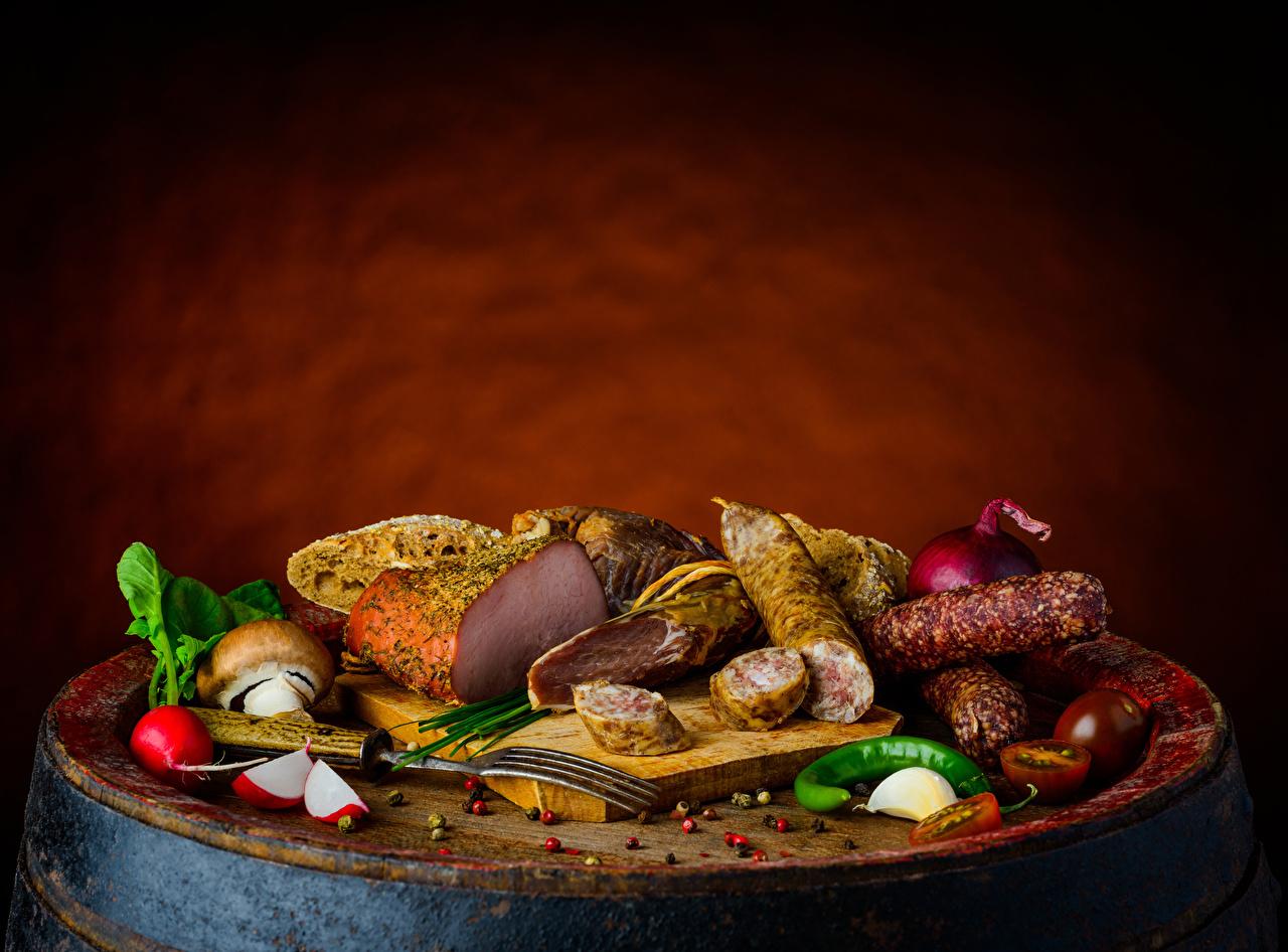 Desktop Wallpapers Sausage Radishes Tomatoes Chili pepper Ham Garlic Mushrooms Food Cutting board Allium sativum
