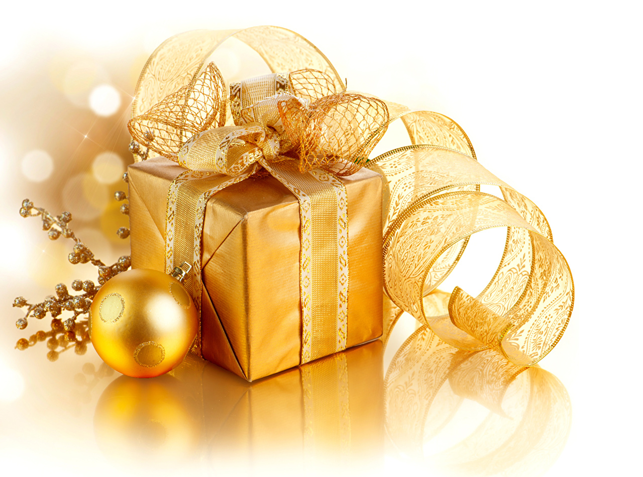 Photo New year Gold color Gifts Balls Ribbon White background Christmas present