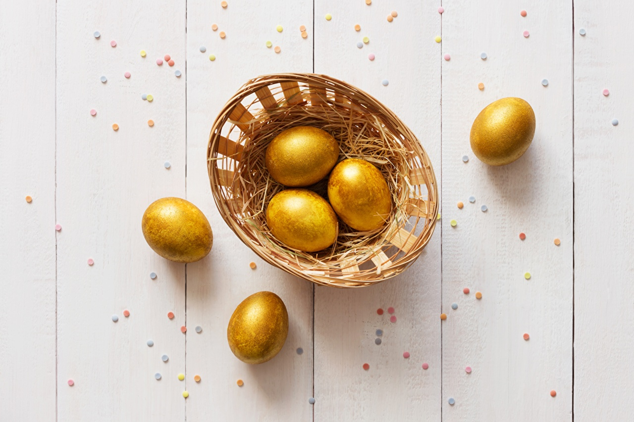 Pictures Easter Eggs Gold color Food egg